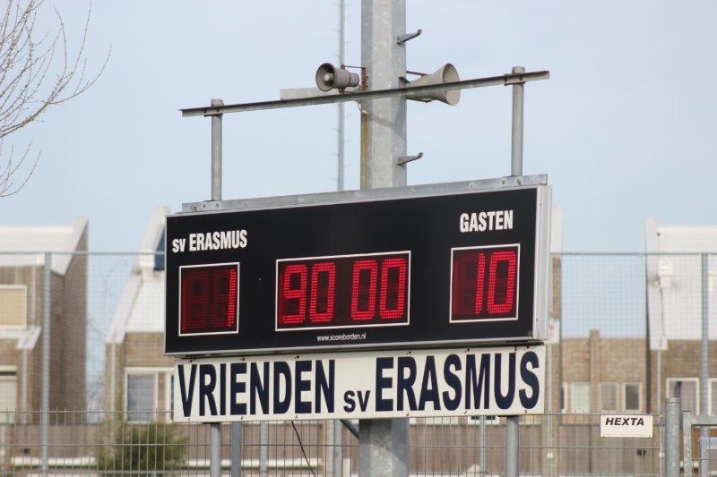 S.V. Loosduinen rolt Erasmus op met 1-10 (met foto's)