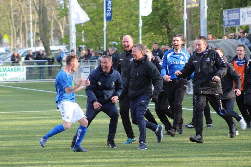 S.V. Loosduinen zet grote stap naar kampioenschap na 1-5 zege bij GDA (met foto's)
