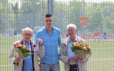 Jubilarissen Arie van de Linde en Jan Nieuwenhuizen gehuldigd
