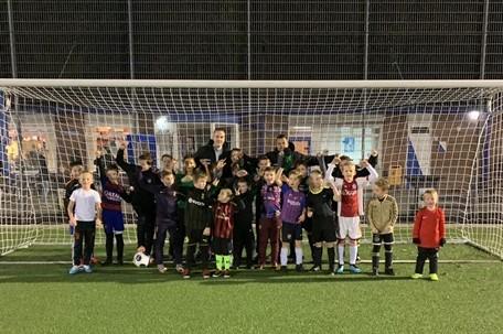 Techniektraining voor de SV Loosduinen-jeugd bij Voetbalschool Kick